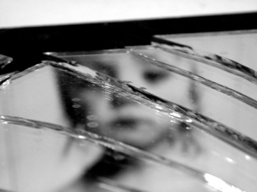 broken-mirror-3-1317214